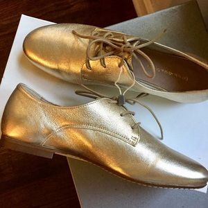 Shoes - NWT Platinum leather shoes made in Italy
